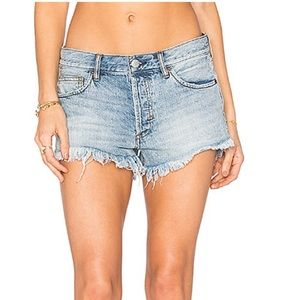 Soft and Relaxed Cut Off Shorts